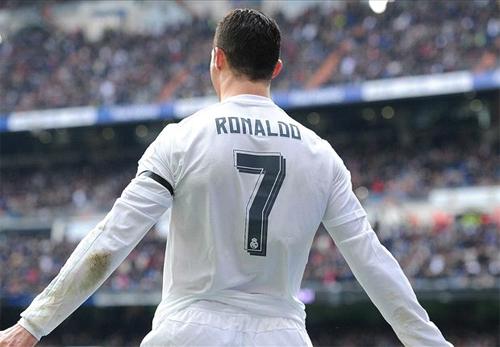 Ronaldo lập cú đúp vào lưới Gijon. Ảnh: Reuters
