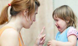 Những sai lầm tạo nên con 'kém cỏi hay gặp ở cha mẹ