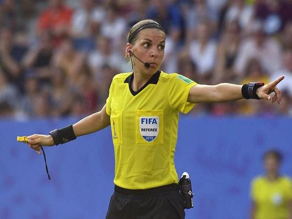 Tin hot bóng đá 3/8: Siêu Cúp châu Âu đón chào trọng tài nữ