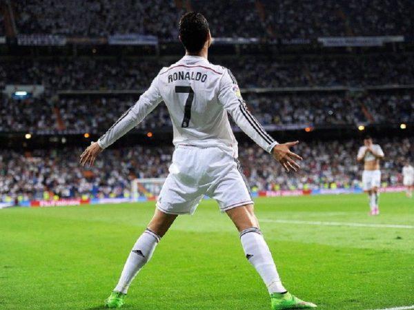 Ronaldo cao bao nhiêu