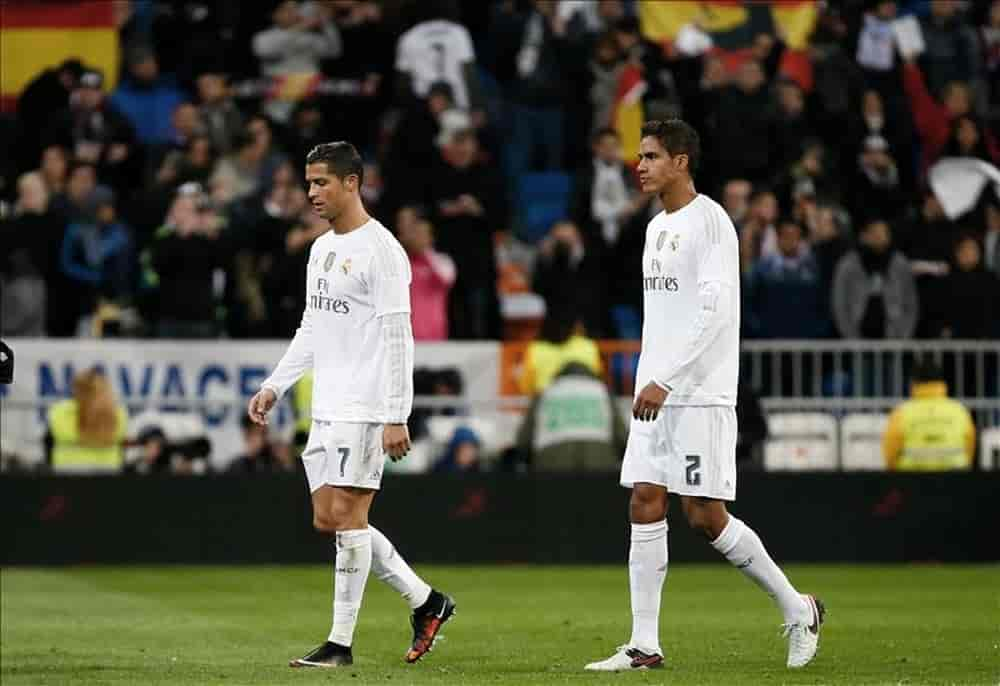 Phản ứng của Ronaldo khi Varane ký hợp đồng với United